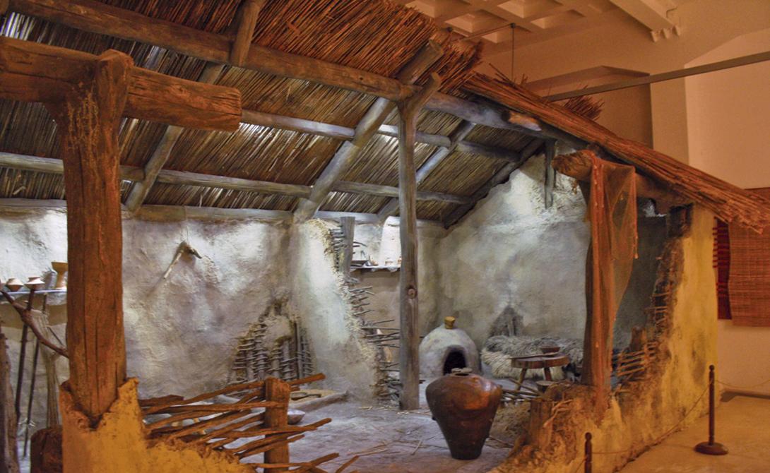 Трипольская культура 5500-2750 до н.э. Украина и Румыния Племя Кукутень-Триполье насчитывало до 15 000 членов — огромная по тем временам община, которая исчезла с лица планеты в одночасье. Культура Кукутень-Триполье выделяется своей керамикой. Ученые обнаружили это благодаря странной привычке членов племени уничтожать свою деревню при переезде на новое место.