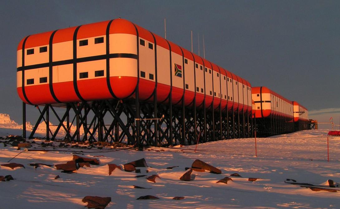 К работе в Антарктиде не допускаются люди, не удалившие зубы мудрости и аппендицит. Чтобы не создавать лишних проблем.