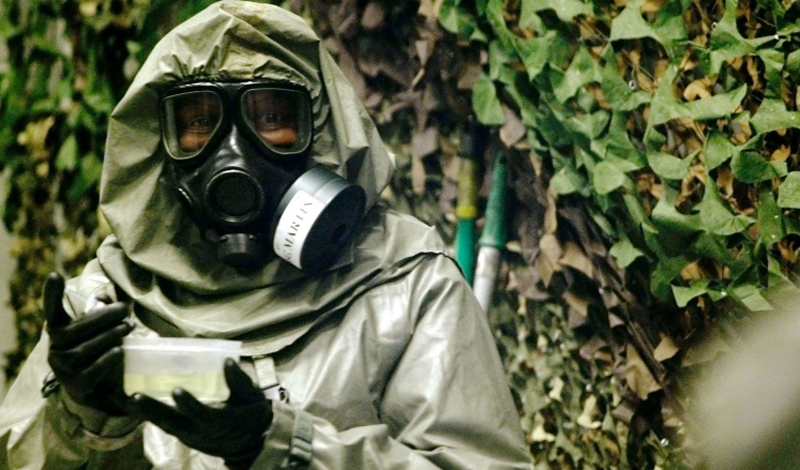 VX Первоначально, вещество разрабатывалось в качестве мощного инсектицида. Однако, британское военное ведомство увидело в VX большой потенциал и превратило его в оружие массового поражения. Яд вызывает весьма неприятные последствия, приводящие, как правило, к смерти. Подавляющее большинство выживших страдает от серьезных психических расстройств.