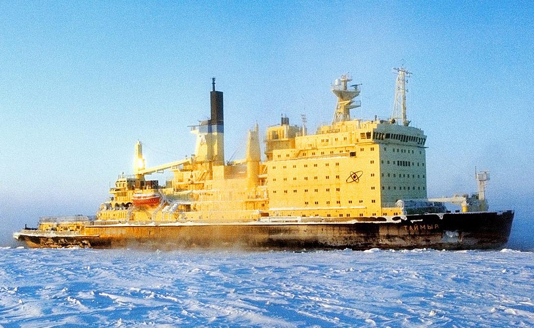 10 из 10 атомных ледоколов, существовавших в мире, были советскими илироссийскими – 8 из них были построены в нашей стране, и только 2 – нафинских верфях, но по проектам СССР и для СССР. При этом атомныеэнергоблоки на этих судах устанавливались уже в Ленинграде.