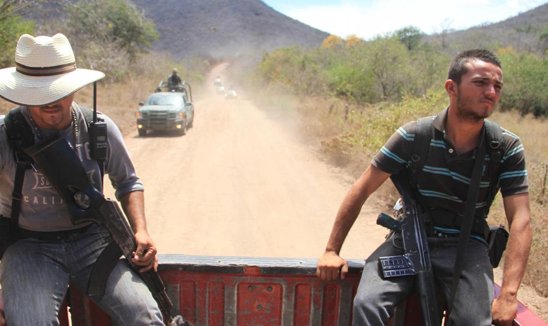Но, как правило, мексиканцы предпочитали договариваться. Обычно правительство обещало не трогать картели — все просто получали свои доли. В 2000 году политическая система разделилась на несколько партий, что дало наркоторговцам дополнительные рычаги влияния.