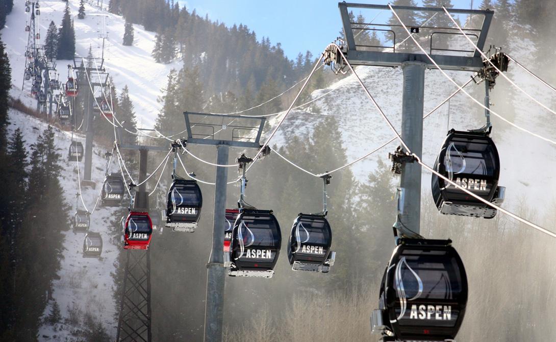 Silver Queen Аспен, Колорадо В 2010 году знаменитый курорт Aspen Mountain переоборудовал свои подъемники каютами Silver Queen, оснащенными солнечными батареями. Здесь же установлены динамики — пассажиры могут подключать свои девайсы, чтобы слушать свою любимую музыку.