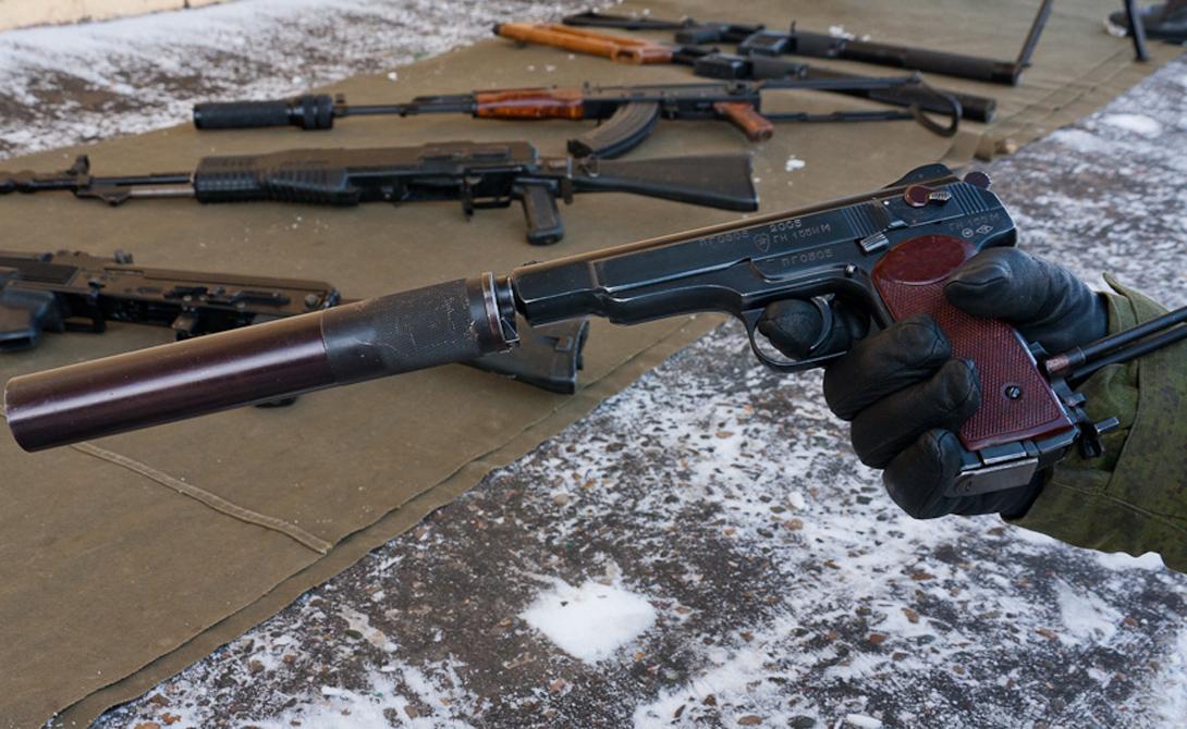 Характеристики Калибр: 9×18 ПМ Длина оружия: 225 мм Длина ствола: 140 мм Высота оружия: 170 мм Ширина оружия: 34 мм Масса без патронов: 1020 г. Емкость магазина: 20 патронов Темп стрельбы: 700-750 в/м