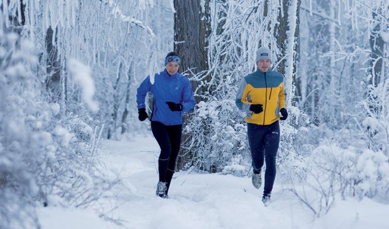 Фартлек Лучшая кардионагрузка, которую вы сможете получить зимой. Грубо говоря, фартлек — это интервальный бег на длинной дистанции. Перед началом забега установите таймер, показывающий, когда вы будете ускоряться, а когда — бежать в среднем темпе. Длительность тренировки варьируется от получаса до двух часов. Имейте ввиду: бегать фартлек при температуре ниже, чем -15, не стоит.