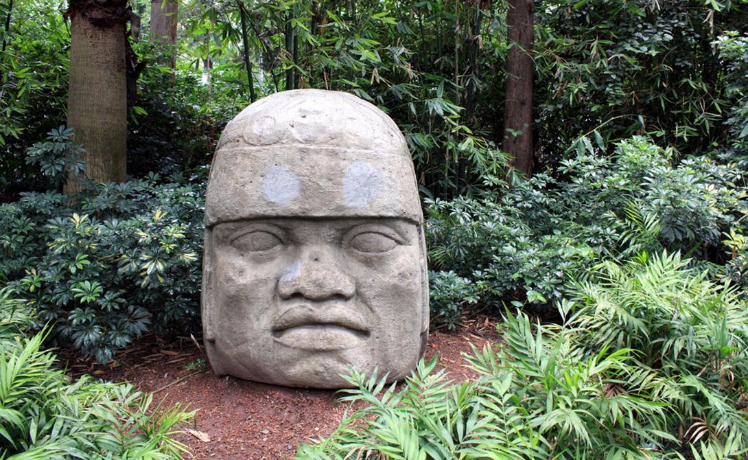 Цивилизация ольмеков 1400 до н. э. Расположение: Мексика Считается, что ольмеки были первыми, кто разработал систему письма. Они же, вероятно, изобрели компас и календарь. Ольмеки не чурались человеческих жертв, что и погубило цивилизацию — как считают современные историки.
