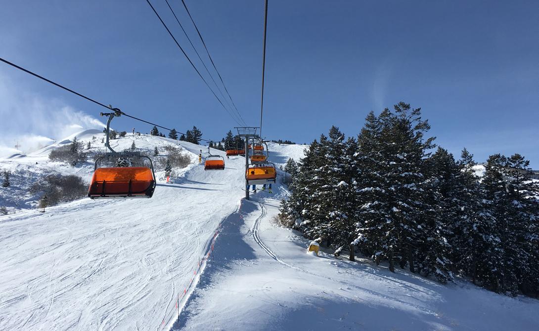Orange Bubble Express Парк-Сити, Юта Изумительный вид и максимальный комфорт: подъемник Park City Mountain Resort пользуется такой популярностью, что прокатиться на нем мечтают не только любители горных лыж, но и обычные туристы. Одна кабинка вмещает четырех человек, которым обеспечено тепло и панорамный вид.