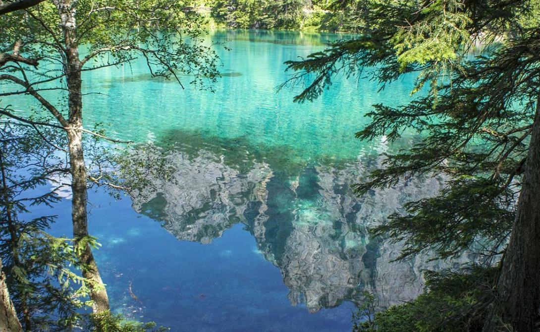 Туристы стараются попасть к Грюнер-Зе именно в этот период, когда озеро особенно красиво. Этот необычный водоем притягивает как магнит всех дайверов.