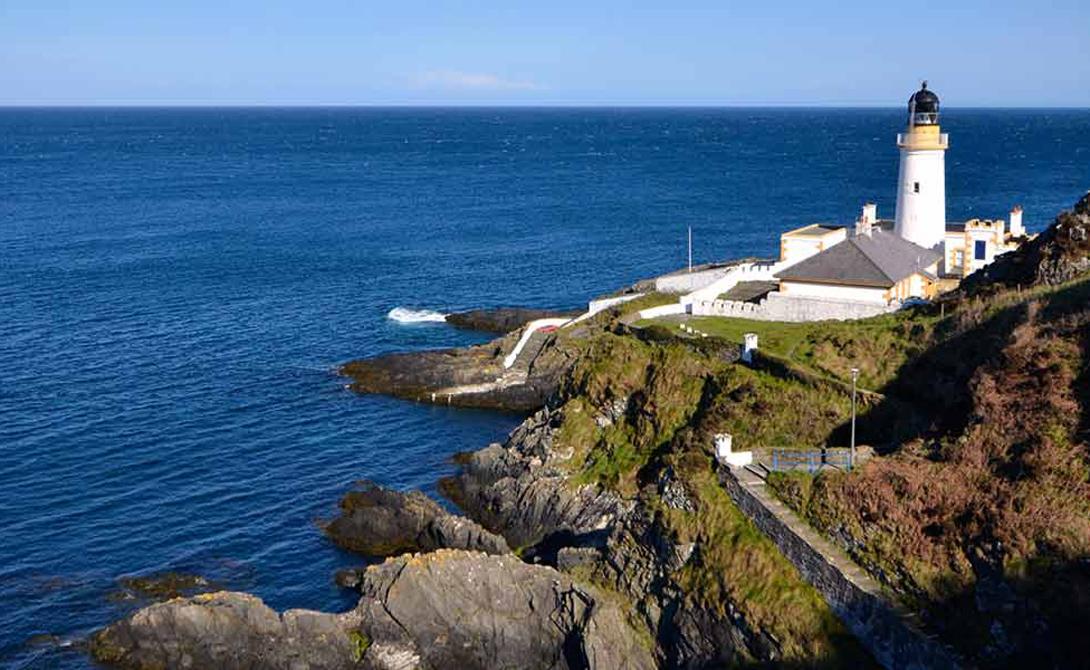 Остров Мэн Британские острова Ни Великобритания, ни Евросоюз не принимают Остров Мэн в свой состав. Здесь работают собственные законы, а парламент, Тинуолд, является старейшим в мире управляющим органом: его организовали еще викинги, захватившие остров в 8 веке.