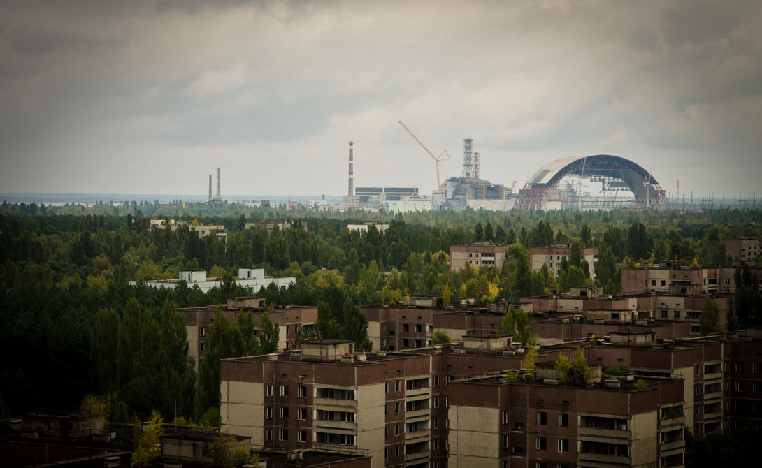 Припять И, конечно, в этом списке должен быть один из самых мрачных городов планеты. Чернобыльская авария стала ужасной катастрофой, память о которой жива до сих пор — и будет жива всегда. Говорят, некоторые местные уже возвратились в Припять и пытаются наладить здесь быт.