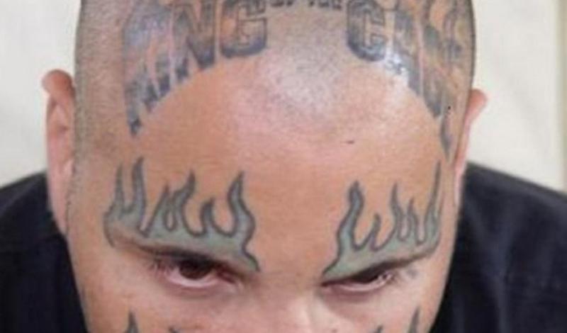 Адриан Перез Человек с прозвищем The Lunatic заслуживает именно такой татуировки. Нам искренне нравится поведение Адриана Переза в клетке, но вот что происходит за ее пределами — лучше бы оставалось тайной всегда.