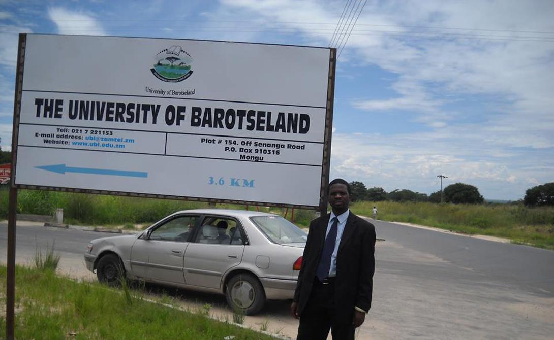 Баротселенд Замбия Единственное мобильное королевство современного мира. Каждый год река Замбези выходит из берегов, затапливая пастбища и заставляя людей перемещаться выше по территории. История королевства длится уже пять веков, но до сих пор не признается другими странами.