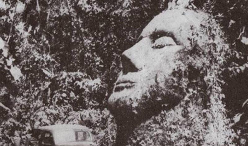 Каменная голова Падилья Эта гигантская каменная голова, которая была найдена доктором Оскаром Падилья в 1950 году, была почти забыта историей. Исследователь считал, что голова принадлежит древней культуре ольмеков, процветавшей в 1400 и 400 г. до н.э. К сожалению, Падилья сумел принести лишь фотографию находки: вернувшись на место с новой экспедицией, археолог обнаружил лишь разрушенные останки артефакта.
