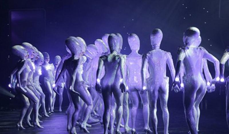 Арктурианцы Родина арктурианцев находится среди планет Млечного Пути. Эта одна из старейших косморас (если верить уфологам). Арктурианцы умеют мутировать в любое существо по своему выбору, а изначальная их форма — высокий гуманоид с зеленой кожей. Каждый арктурианец владеет телепатией, что позволило им возвыситься среди прочих инопланетян.
