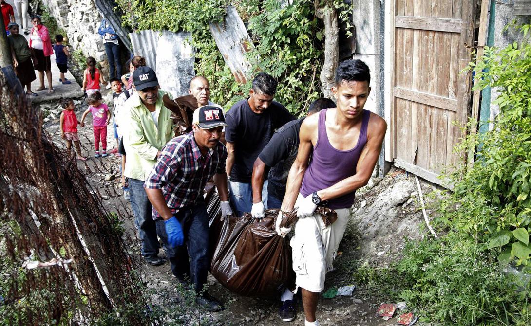 Сан-Педро-Сула Гондурас Статистика:111.03 убийств на 100 000 жителей Мрачные гетто Сан-Педро-Сула считаются престижным университетом для молодых преступников со всей страны. Здесь царит свой стиль жизни, замешанный на смерти, насилии и наркотиках.