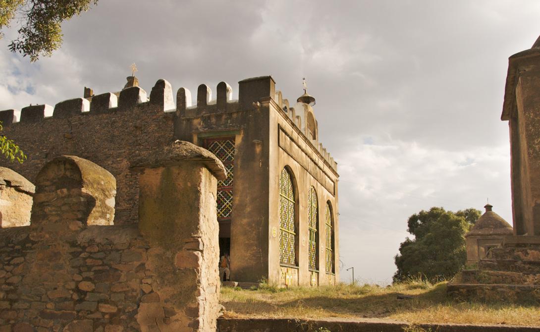 Империя Аксум 100 н.э. Эфиопия Легенда гласит, что империя Аксум — родина знаменитой царицы Савской. Аксум был важным торговым центром, экспортером слоновой кости и золота в Римскую империю и Индию. Это было богатое общество и первая африканская культура, разработавшая собственную валюту.