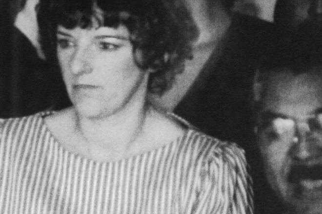 Дженин Джонс Количество убийств: 21 В 1984 Джонс была признана виновной в убийстве младенца по имени Челси Макклеллан. Это произошло в центральной больнице Сан-Антонио. Началось расследование, которое выявило еще двадцать убийств: Дженин проворачивала свои мрачные делишки в каждом медучреждении штата.