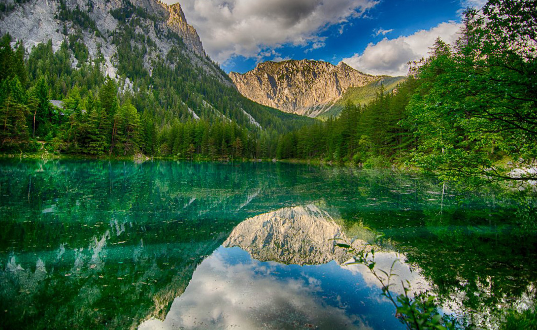 С июля и по середину мая озеро выглядит примерно так.