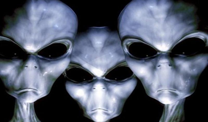 Серые Если бы нам пришлось выбирать, то инопланетяне под кодовым названием «Серые» (Grays) стали бы основными претендентами на роль плохих парней. Высокие человекообразные с удлиненными черепами, они чаще всего фигурируют в средствах массовой информации в роли пришельцев. Именно этих ребят выдвигают как похитителей, использующих людей для ужасных опытов. Может быть, это, конечно, и чушь — однако образ инопланетян уж слишком пугающ.