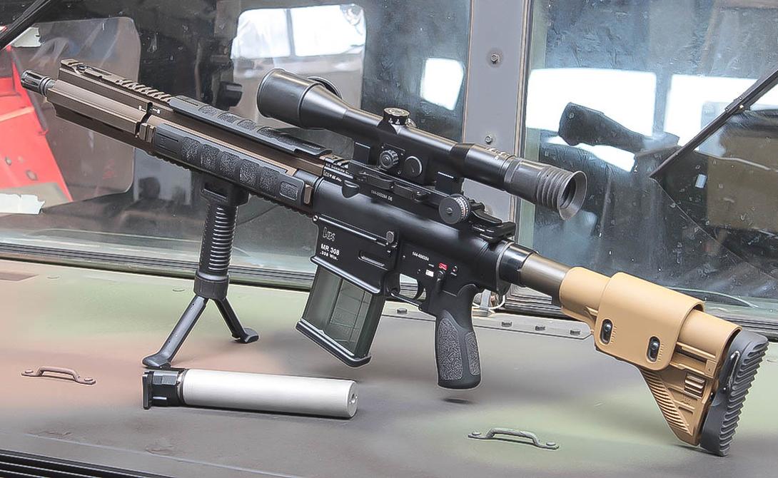 PSG1 Производитель: ГерманияМасса: 8,10 кгДлина: 1202 ммСтвол: 650 мм.Патрон: 7,62×51Прицельная дальность: 900 метров В 1972 году, после печально известных событий так называемой Мюнхенской резни, компании Heckler & Koch поступил заказ на разработку современного снайперского оружия для полицейских подразделений. Модель PSG1 полностью отвечала заявленным требованиям: магазин большой емкости и сравнительно высокая прицельная дальность сделали винтовку излюбленным оружием полицейских снайперов.
