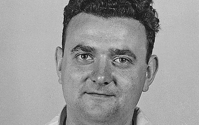Доверчивый родственник Брат Этель Розенберг служил обычным сержантом американской армии, прикомандированным в качестве механика к ядерному центру Лос-Аламоса. Того самого, где была спроектирована сброшенная на Нагасаки атомная бомба. Сержант Грингласс, не подозревая, что работает на СССР, передал Юлиусу важнейшие рабочие чертежи и полный отчет научных сотрудников о проведенных исследованиях.