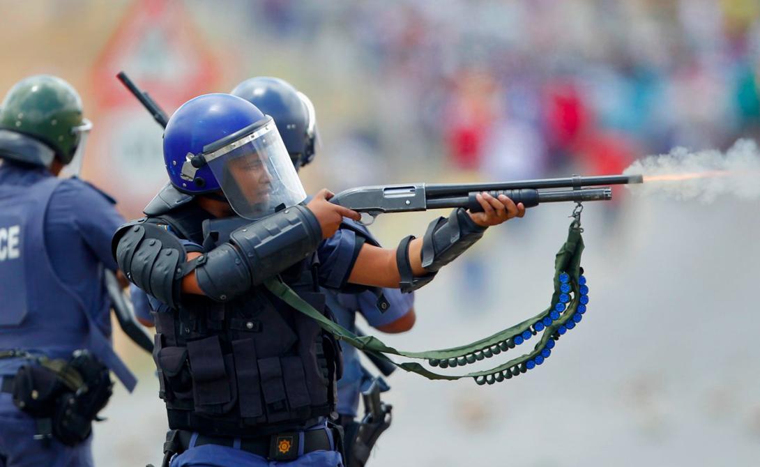 Кейптаун ЮАР Статистика: 65.53 убийств на 100 000 жителей Забастовки рабочих, конкурирующие банды и непрекращающийся наркотраффик. Гетто, убийства, грабежи. Кейптаун красив, но опасен — особенно для беззаботных туристов.