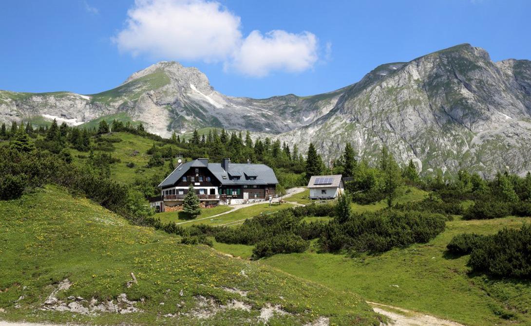 Грюнер-Зе расположено неподалеку от австрийской деревушки Трагёс. Добираться до нее бывалые туристы предпочитают пешком — прогулка, правда, получается не из легких.