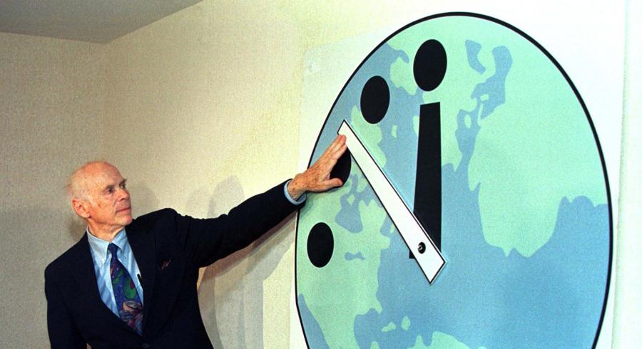Счастливые минуты После Карибского кризиса наступило некоторое затишье. Стороны конфликта опасались следующего столкновения, которое имело все шансы стать последним. В 1963 году, несмотря на то, что холодная война была еще в разгаре, бесстрастные ученые перевели стрелку на 12 минут назад. Лучшее время Часы Судного дня показали в 1991 году: СССР и США подписывают договор о сокращении стратегического вооружения.