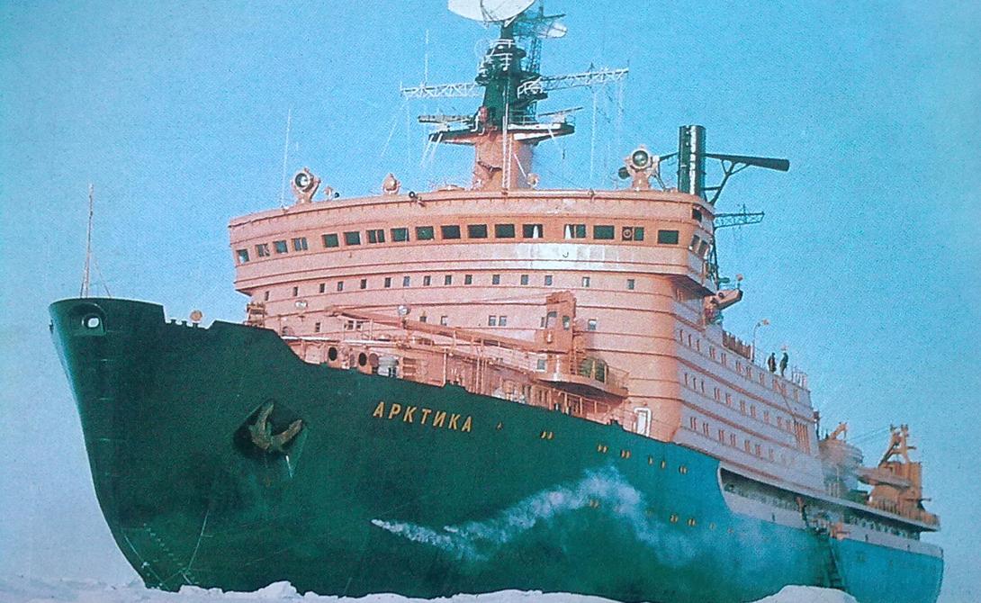Ледоколы класса «Арктика» могут ломать лед, двигаясь не только вперед, но и назад. Правда, на это требуется больше энергии.