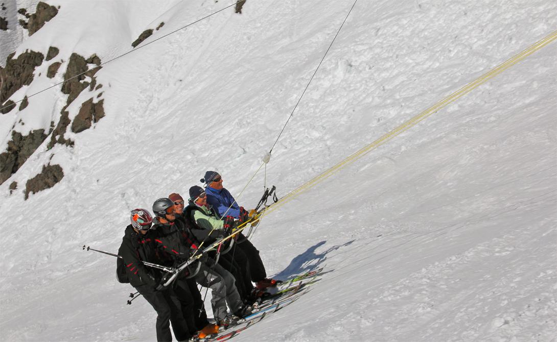 Roca Jack Портильо, Чили Roca Jack не может похвастать повышенным уровнем комфорта. Его создатели делали ставку на скорость подъема — и не прогадали. Прокатиться вверх по крутому склону горы собираются люди со всей страны, не говоря уже о тысячах туристов.