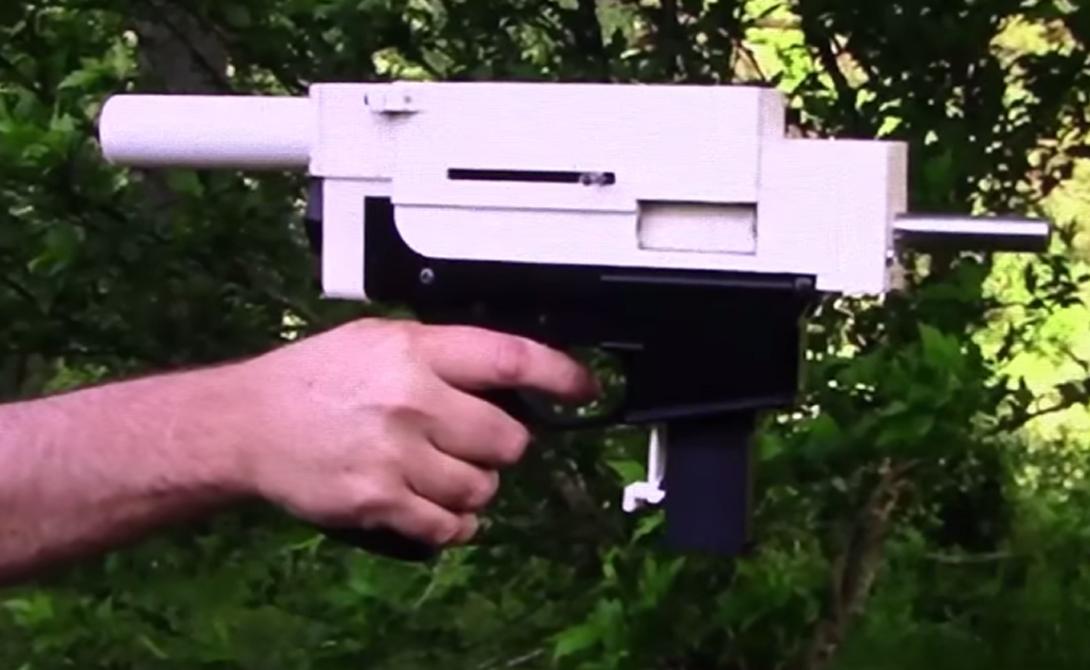 Shuty-MP1 пока не слишком надежен. Пластик, обрамляющий ствол, начинает разрушаться уже после 18 выстрелов, а после 32-ух сдается окончательно. Тем не менее, работы над улучшением прочности пластика для 3D принтера должны эту проблему решить.