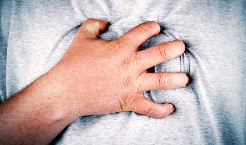 Что дальше Сердечный приступ не приходит один. Первый инфаркт увеличивает риск: теперь вам обязательно нужно относиться к себе более внимательно. Врач наверняка выпишет вам определенные лекарства — пропускать их прием просто недопустимо. К сожалению, придется контролировать и занятия спортом, чтобы не создавать излишнюю нагрузку на и без того потрепанное сердце.