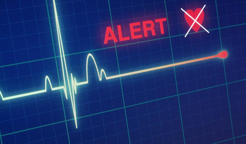 Спокойствие, только спокойствие Крайне важно сохранять пульс стабильным. Постарайтесь успокоиться, сосредоточьтесь на собственном дыхании. Вместо того, чтобы в панике бегать кругами, примите удобную позу и начните считать сердцебиение — медленно, никуда не торопясь. Эти действия успокоят сердце.