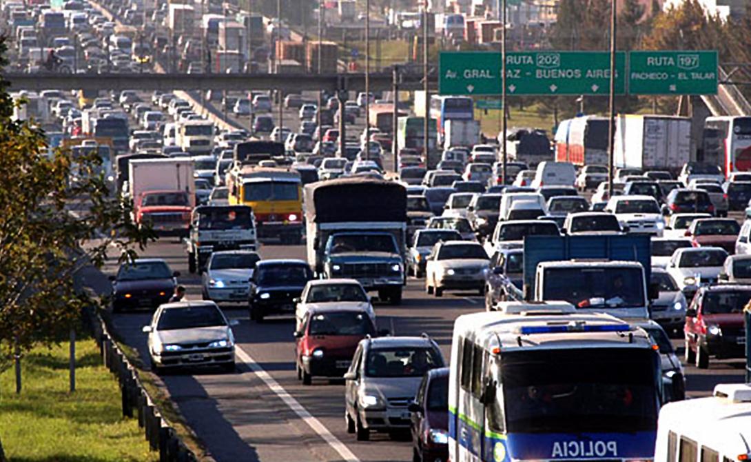 Буэнос-Айрес Аргентина 10-е место Буэнос-Айрес может быть лучшим в мире местом для шоппинга, ведь его улицы буквально затоплены модными бутиками. Однако, этот же город обладает наибольшими во всей стране проблемами с траффиком. ДТП случаются здесь постоянно, поскольку местные водители частенько просто игнорируют правила дорожного движения.