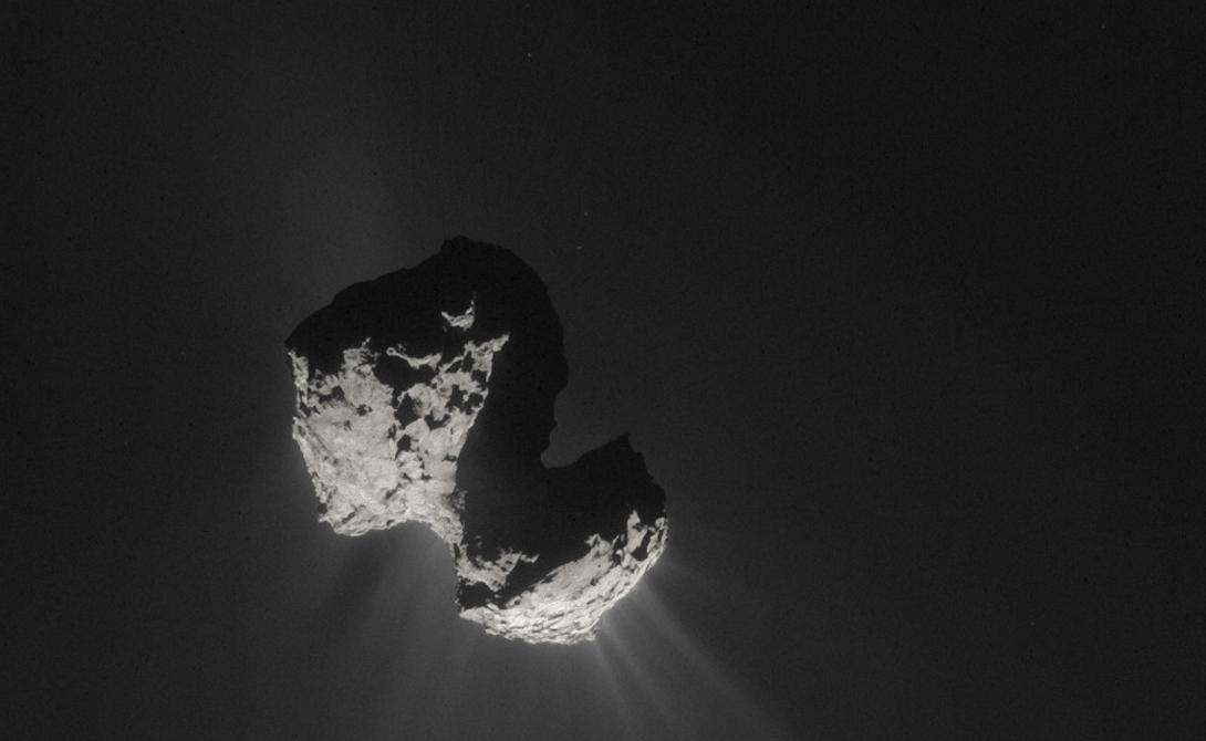 Комета Чюрюмова-Герасименко, снятая космическим зондом Розетта 7 июля 2015 года.