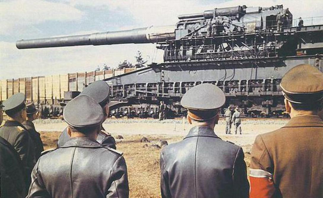 Густав и Дора Этими пушками Гитлер планировал разрушить французскую линию Мажино. После удачного блицкрига необходимость в этом отпала, «Густав» и «Дора» были развернуты на Восточном фронте, против Советского Союза. «Густав», способный отправить семитонный снаряд на расстояние в шестьдесят километров, использовался однажды — при осаде Севастополя. «Дора» предназначалась для атаки Сталинграда, но документальных свидетельств об использовании этой пушки в бою не сохранилось. Оба монстра были уничтожены в Германии немцами.