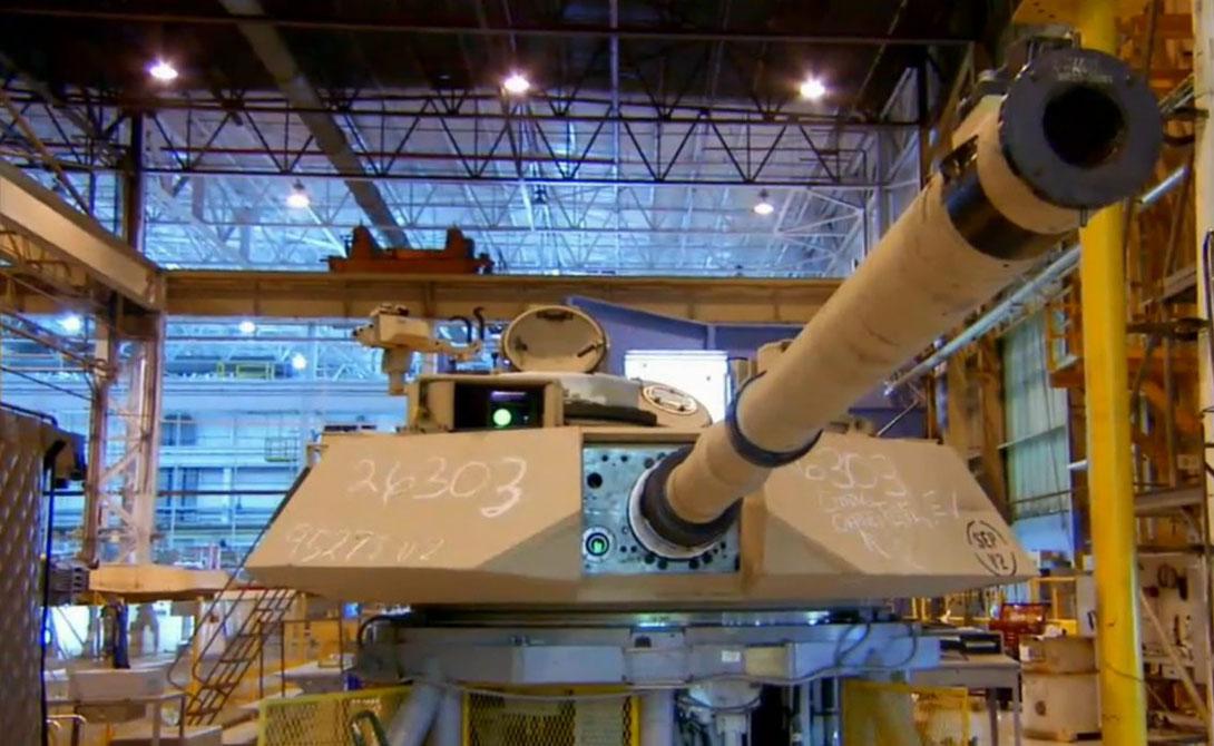 Abrams стал первой машиной такого типа, получившей специальную британскую композитную броню Chobham, невероятно толстую и включающую в себя элементы керамики.