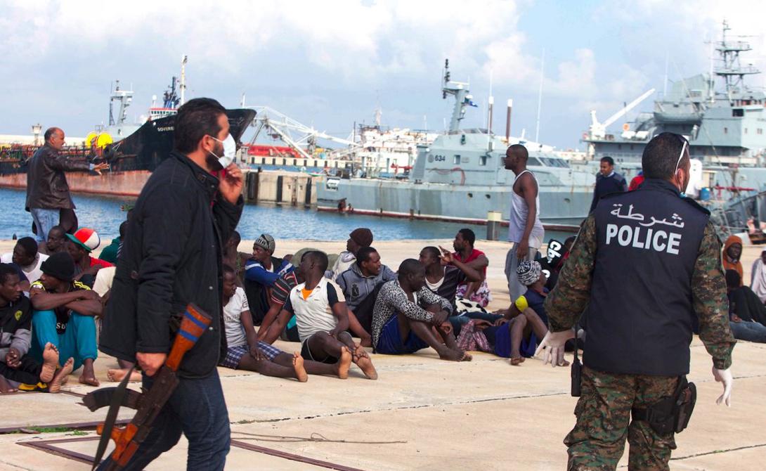 Триполи Ливия В прошлом году Триполи поделили между собой два соперничающих полевых командира. Главный аэропорт города был разрушен еще летом. Мигранты и беженцы Триполи наводнили Европу.