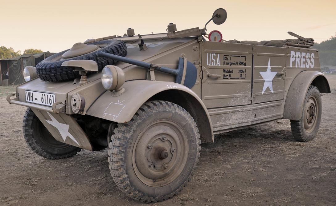 Volkswagen Тур 82 Kuebelwagen Германия Внедорожник, по специальному заказу, разработал знаменитый Фердинанд Порше. Volkswagen Тур 82 Kuebelwagen был предназначен для перевозки личного состава, но несколько модифицированных моделей могли служить и другим целям. Тур 82 получился очень удачным: легкий, сверхпроходимый, он весьма ценился даже войсками союзников: солдаты выменивали друг у друга трофейные автомобили.