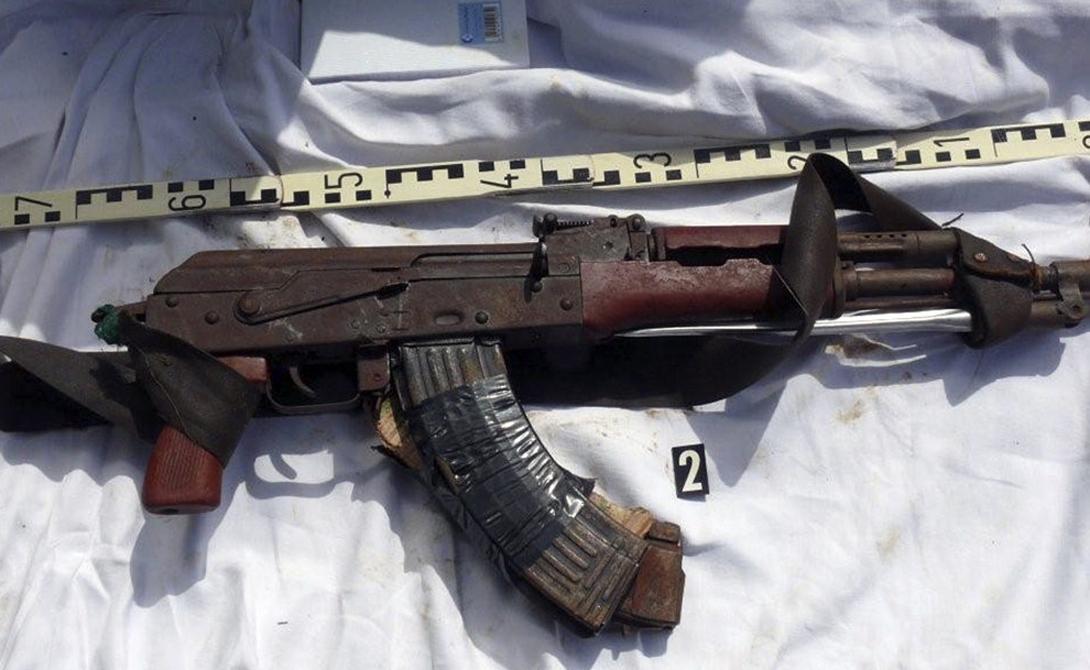 Вооружение Естественно, сколь-нибудь серьезным вооружением похвастаться не может ни одна пиратская банда. Ржавые АК-47, АКМС, пулеметы РПК и М60, М16, изредка — РПГ. Впрочем, большего предприимчивым грабителям и не требовалось: морские законы запрещают иметь на гражданских судах оружие, оставляя их и вовсе беззащитными перед атакой пиратов.