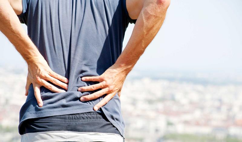 Слабость в ногах, потеря контроля над мочевым пузырем, недержанием мочи — все это характерно для синдрома конского хвоста. Без помощи врача не обойтись.