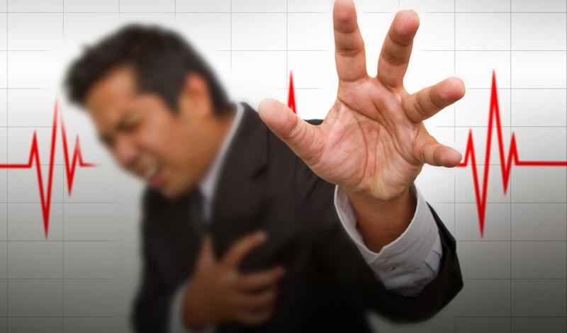 Дышите, не дышите Еще раз: контролируйте свое дыхание. Это очень важно, в данный момент. Делайте глубокие, размеренные вдохи, максимально насыщая кислородом кровь и сердце. Постарайтесь устроиться перед открытым окном или вентилятором.