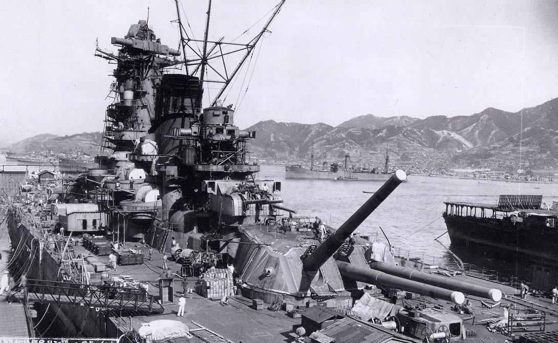 460-мм орудие Тип 94 Пушка «Тип 94» устанавливалась на японские броненосцы класса «Ямато». Несмотря на внушительные характеристики (пушка могла поражать цели на расстоянии в 50 километров, а снаряд ее весил целых 1,5 тонны), изобретение оказалось неудачным. Японцы успели использовать орудие только один раз, во время битвы в заливе Лейте.