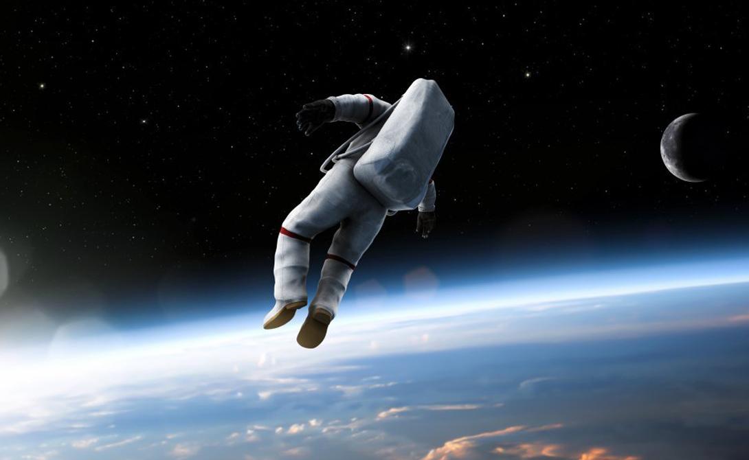 В космосе всегда холодно Если вы находитесь в полной темноте, вдали от света звезд, то температура окружающего вас вакуума будет действительно низкой, до - 234 градусов по Цельсию. А вот в лучах Солнца, недалеко от Земли, температура может подниматься аж до +112 градусов. Именно поэтому астронавты носят светоотражающие белые скафандры.