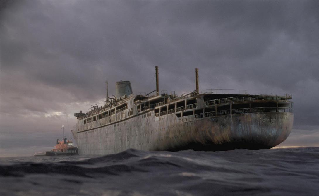 Оранг Медан История голландского теплохода «Оранг Медан» началась с пугающего радиосигнала. Капитаны нескольких торговых судов с ужасом услышали: «SOS! Теплоход «Оранг Медан». Судно продолжает следовать своим курсом. Может быть, уже умерли все члены нашего экипажа. Я умираю».На борт корабля поднялись английский моряки, обнаружившие команду мертвецов. На лицах людей замерло выражение непередаваемого страха. Как только англичане покинули «Оранг Медан», тот загорелся, затем взорвался и пошел ко дну.