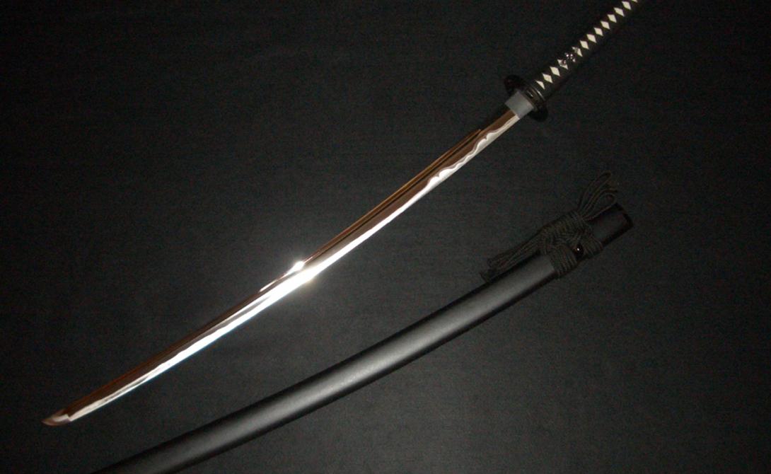 Клинки Мурасама Япония Легендарный японский мастер Мурасама Сенго создавал лучшие мечи в стране. Ходили упорные слухи, что клинки приобретали черты кузнеца, а Мурасама считался очень сильным и очень жестоким воином. Этим мечом был зарублен сегун, после чего изделия мастера Мурасама стали вне закона.