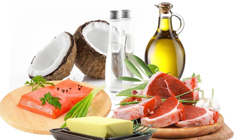 Жиры Человеку, занимающемуся спортом хотя бы три раза в неделю, не стоит убирать насыщенные жиры из своего рациона. Жиры — еще один источник энергии, расходуемый во время выполнения кардиоупражнений и упражнений с тяжелыми весами, которые делаются медленно. Лучше всего будет комбинировать растительные жиры (из оливкового масла, например) с жирами животными (некоторые виды рыб, сливочное масло).