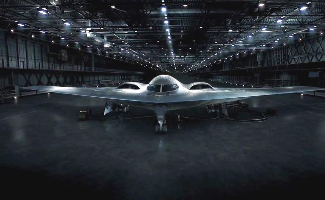 Зато появились кое-какие данные о внешнем облике и габаритах B21. Особое внимание инженеры уделили размерам самолета. Военные уже в шутку окрестили бомбардировщик «Атомным малюткой»: размах крыла у B21 будет большим, чем у палубного беспилотника UCLASS (18,9 метра) и стратегическим бомбардировщиком предыдущего поколения, B-2 (52,4 метра).