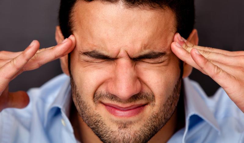 Мигрень Для многих страдающих мигренью, ничто не может быть более очевидным, чем сильные головные боли, которые, как правило, характеризуются интенсивной пульсацией в голове и могут сопровождаться тошнотой, рвотой, или чувствительность к свету и звуку. Но некоторые люди могут иметь мигрень и даже не подозревать об этом. Пациенты чувствуют легкий дискомфорт в голове, испытывают головокружение и получают лекарства, не предназначенные для лечения мигрени, что, в перспективе, может развиться в более тяжелую форму болезни.