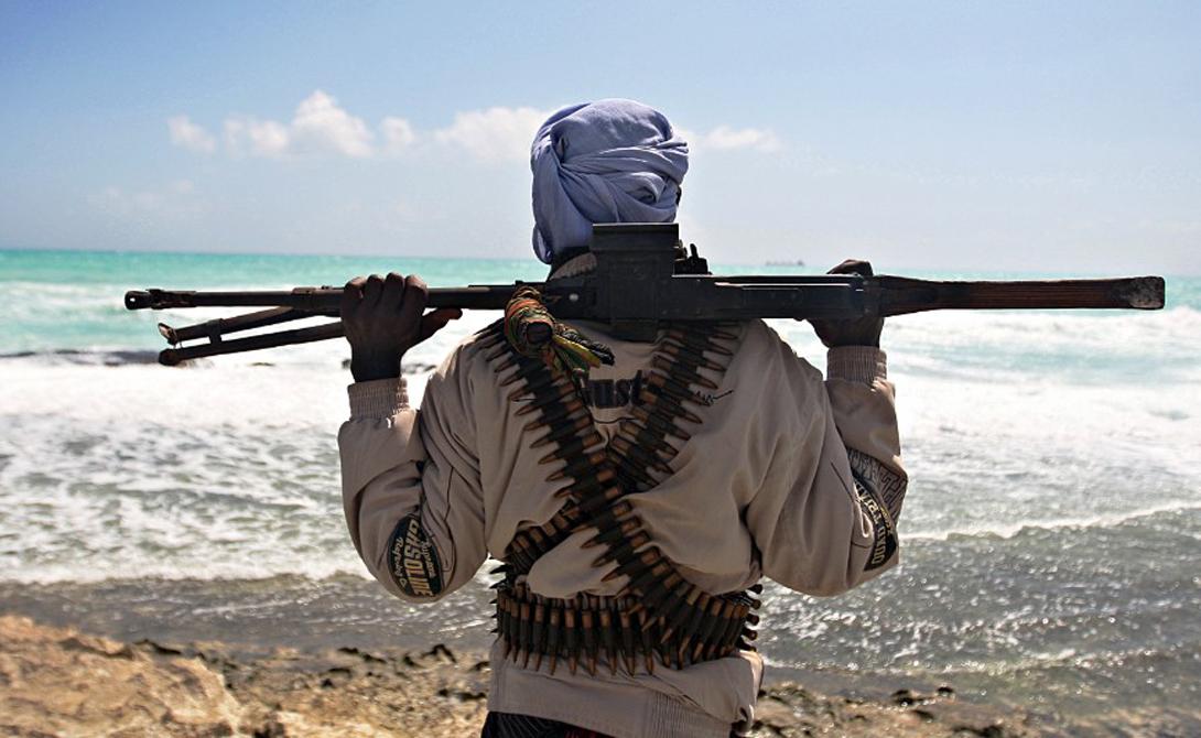 Урон С 2005 по 2012 год пираты убили 3740 членов экипажей торговых судов. Они также сумели заработать достаточное количество денег — один из захваченных военными сомалийцев признался, что всего за год получил около 80 000 долларов, благодаря своему нечестивому занятию.