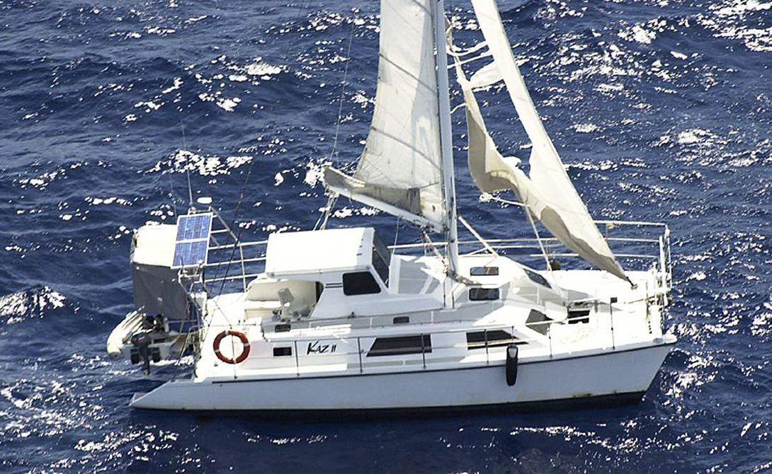 Каз II Этот 12-метровый катамаран, который использовался в качестве рыболовного судна, пропал в 2007 году на северо-восточном побережье Австралии. Впрочем, в списках исчезнувших судов яхта числилась недолго. Уже через неделю «Каз II» обнаружили около Большого Барьерного рифа. Двигатель катамарана все еще работал; более того, в кают-компании спасатели обнаружили накрытый стол — но ни одного из трех членов экипажа. По уверениям спасателей, им пришлось покинуть катамаран в открытом море, поскольку на борту они все ощутили необъяснимый приступ паники.